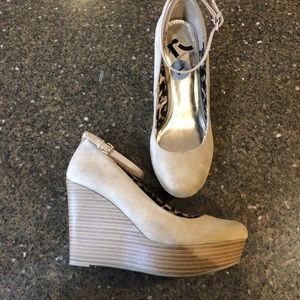 Tan Report Wedges